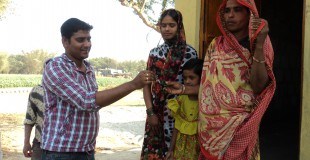 Janisa-Khatun-with-her-daughters-receiving-the-keys-to-her-new-home