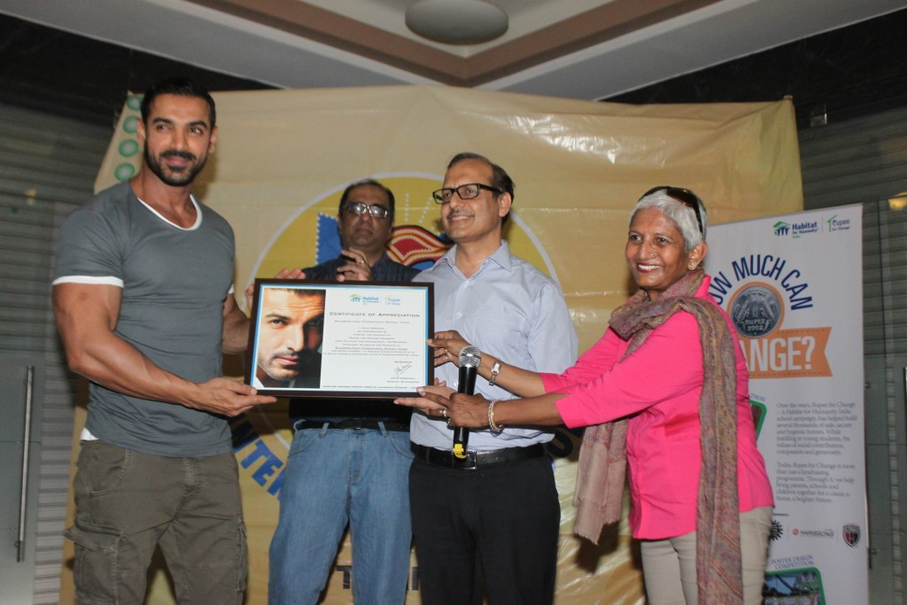 Actor John Abraham awarding Billabong High International School Thane for being the No. 1 school donor in Rupee for Change Campaign 2014-15